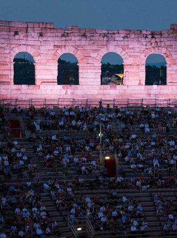Aida: Aufführungen Kommunikation